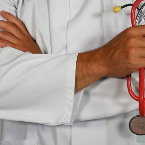 doctor holding red stethoscope Photo by Online Marketing on Unsplash